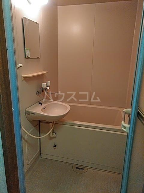 ウイングコートシェソワ 303号室の風呂