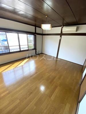 シャレル茂呂K 9号室のリビング