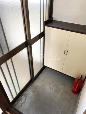 シャレル茂呂K 9号室の玄関