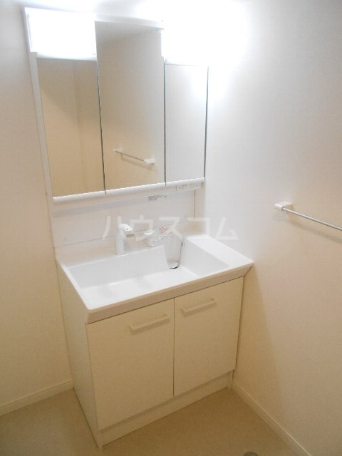 ウェルフォート幸川 1205号室の洗面所