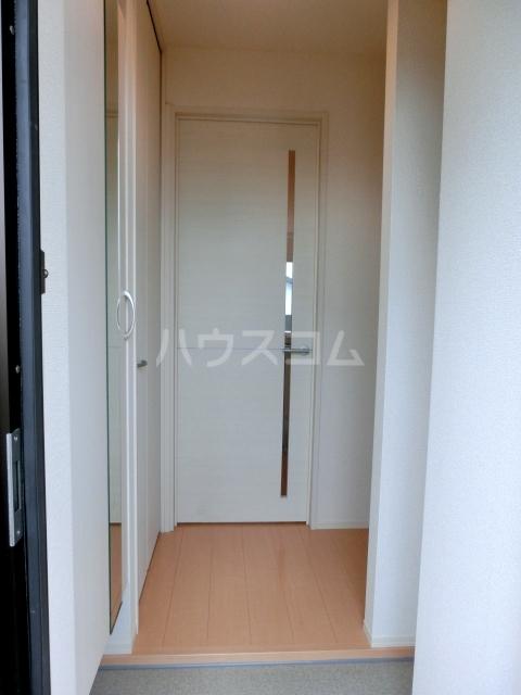 アプリコットガーデン C 302号室の玄関
