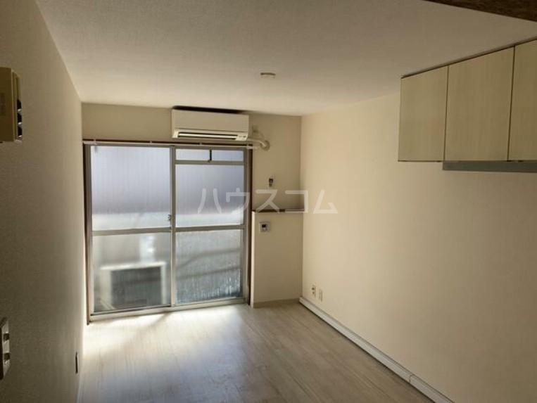 メゾン・ド・パピヨン 205号室のリビング
