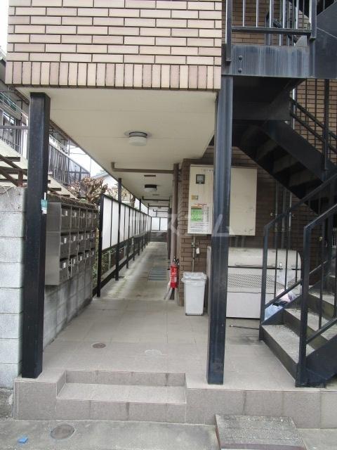 ウェルネス国分寺 302号室のエントランス