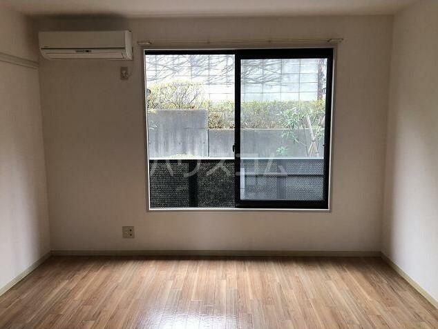 ジョリエ大岡山 208号室のリビング