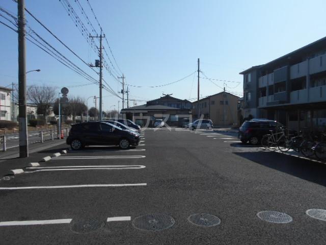 オマージュA 203号室の駐車場