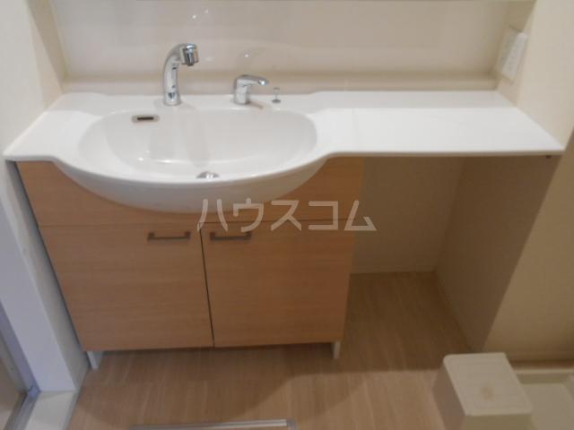オマージュA 203号室の洗面所