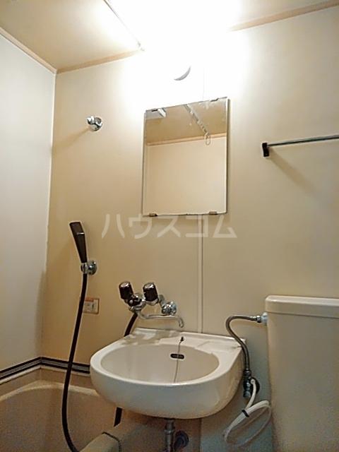ヴァンヴェール 102号室の洗面所