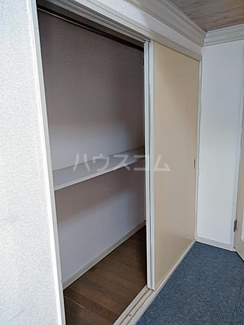ヴァンヴェール 102号室の収納
