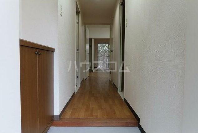 ピュアハイツ 204号室の玄関
