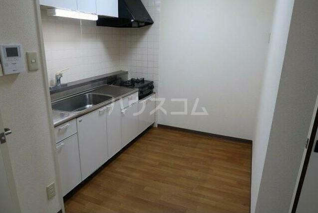 ピュアハイツ 204号室のキッチン