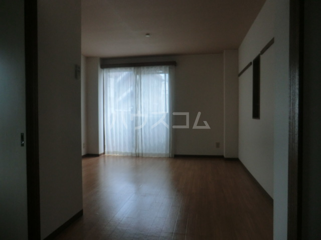 ステーションサイド 201号室の居室