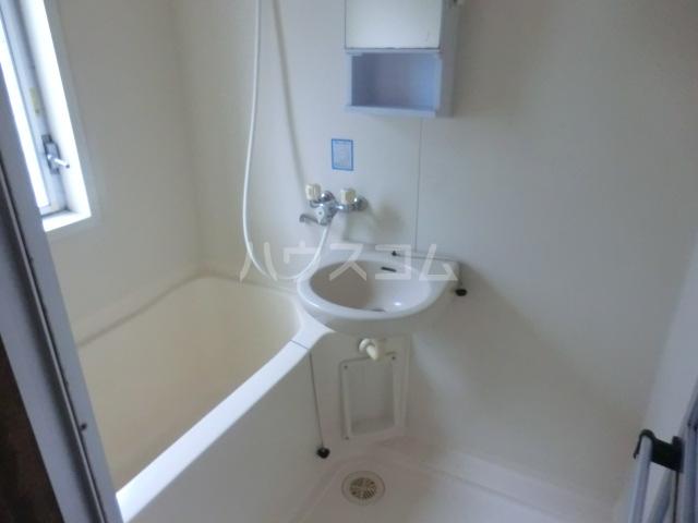ステーションサイド 201号室の風呂