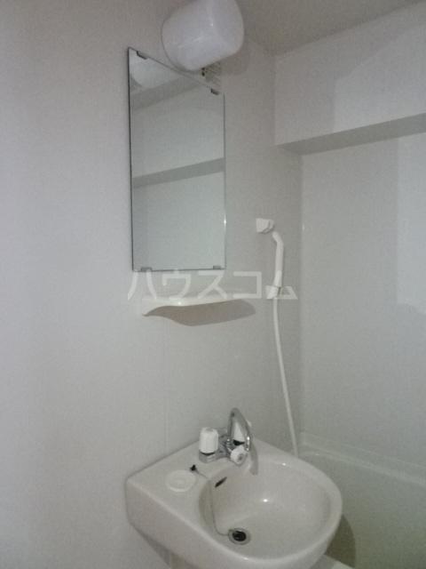 プライムコート 407号室の洗面所