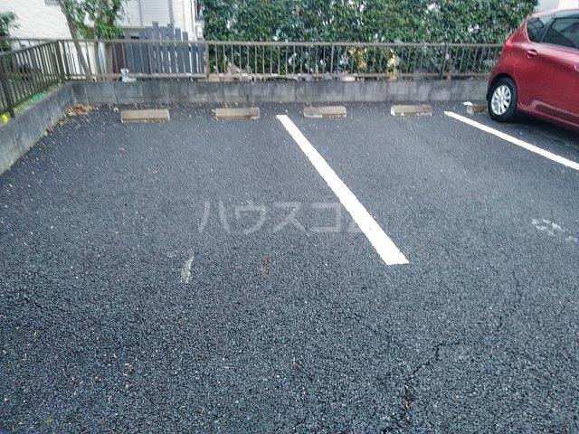 グランドゥール 207号室の駐車場