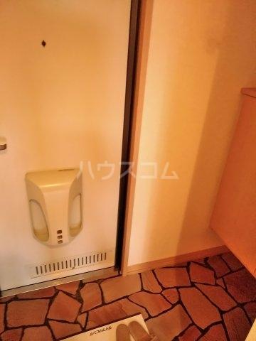 グランドゥール 207号室の玄関