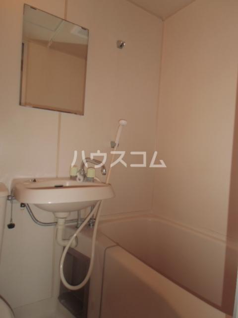 コーラルハイツ中山 201号室の風呂