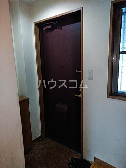 マンションツダの玄関