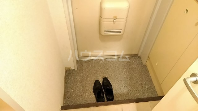 ヴェラハイツ鶴見 205号室の玄関
