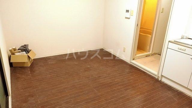 ヴェラハイツ鶴見 205号室のリビング