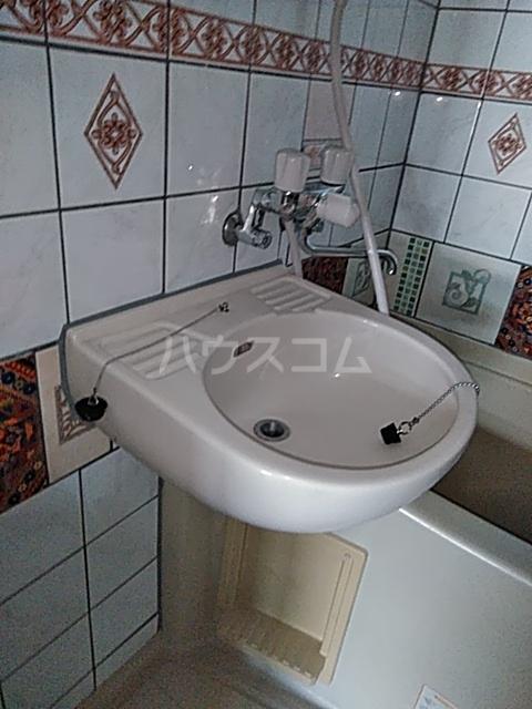 ティファニーハウス大野 202号室の洗面所