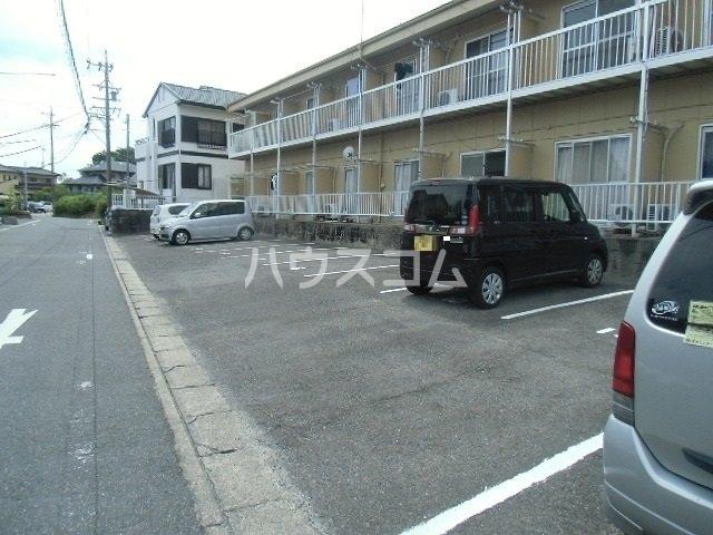パレスカモメ 103号室の駐車場