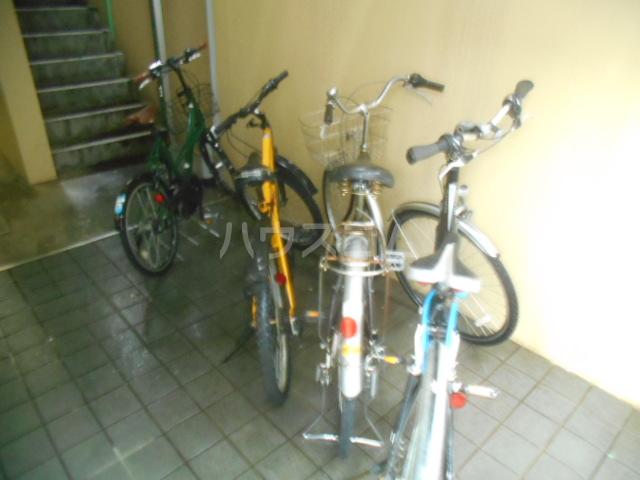 フレスコ永山 303号室の駐車場