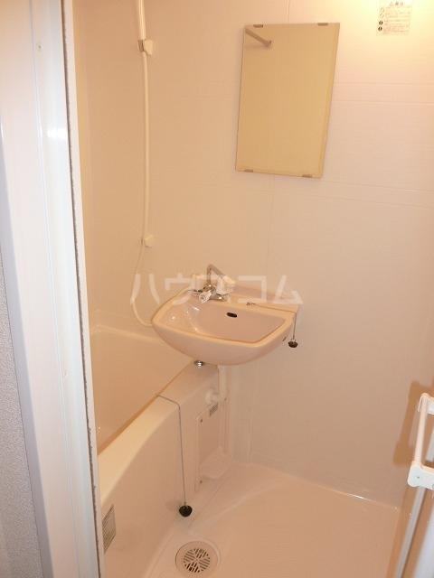 レオパレスラルク 101号室の洗面所