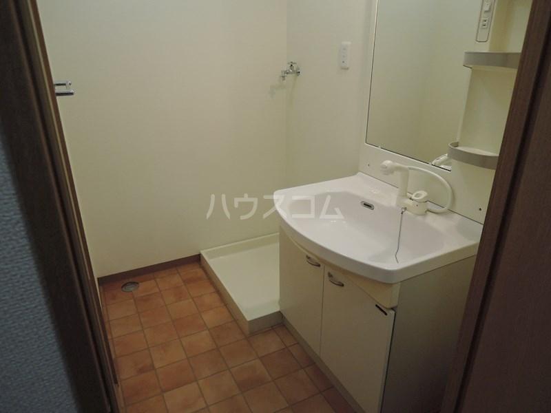 カンタービレ 301号室の洗面所