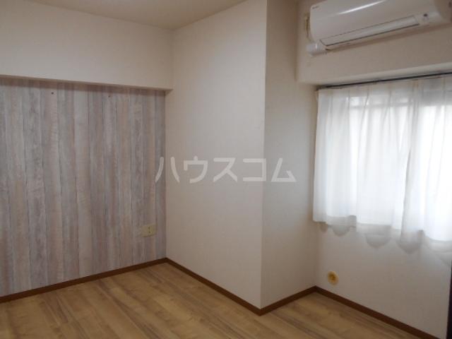 グランドエンブレム横浜 202号室の居室