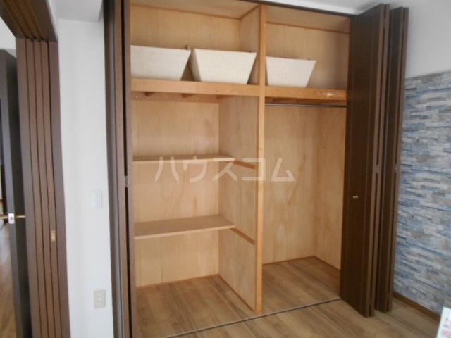グランドエンブレム横浜 202号室の収納