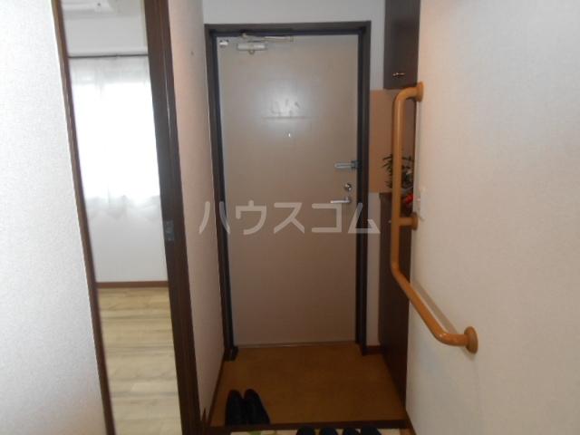 グランドエンブレム横浜 202号室の玄関