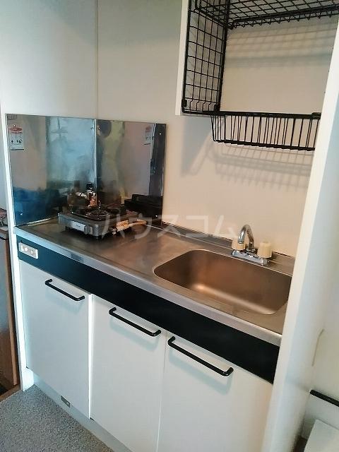 ニューロイヤルスズキ 103号室のキッチン