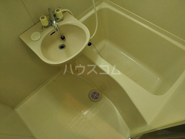 ニューロイヤルスズキ 103号室の風呂