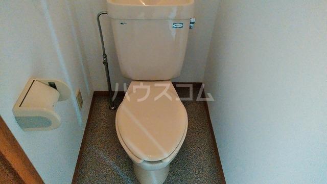 ニューロイヤルスズキ 103号室のトイレ