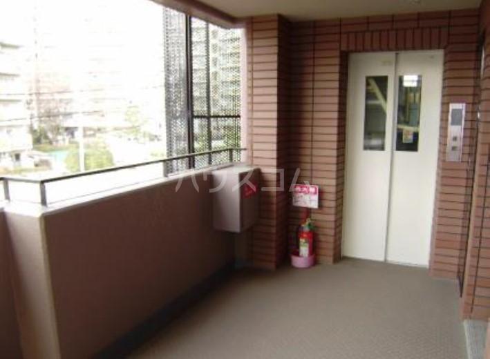 サンヴェール 601号室のバルコニー