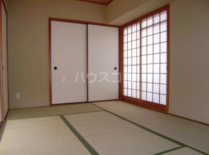 サンヴェール 601号室の居室