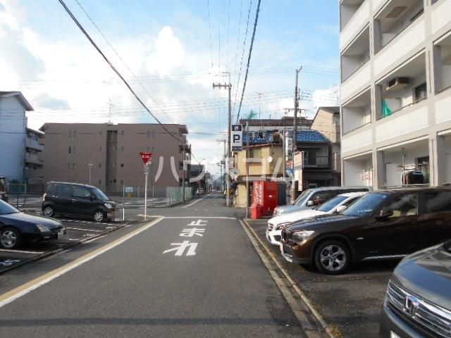 グレーシー西ノ京 302号室の駐車場