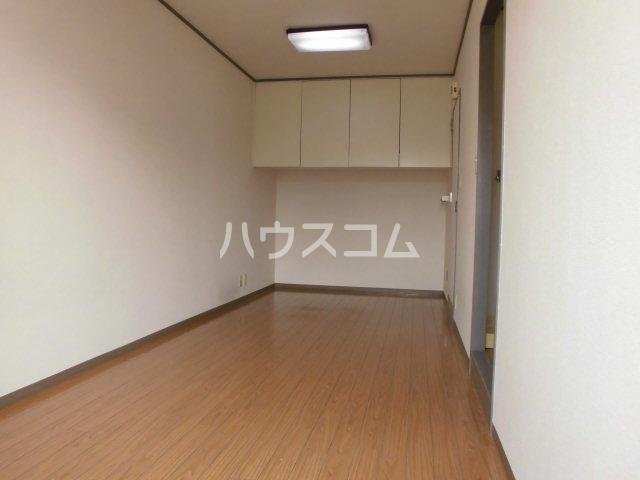 グレーシー西ノ京 302号室のリビング