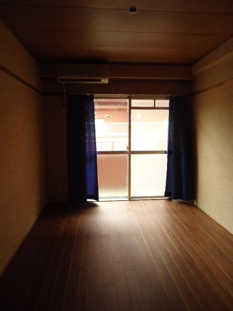 小林ビル 110号室のリビング