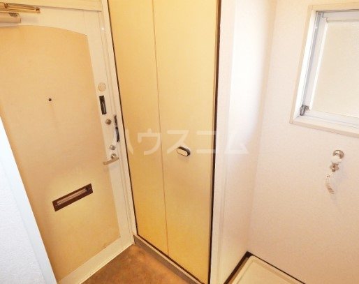 VANハイム 201号室の玄関