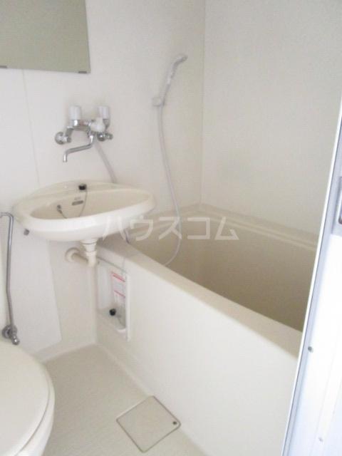 エントピアウチダ 102号室の洗面所
