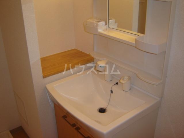 ヴェスパー 203号室の洗面所