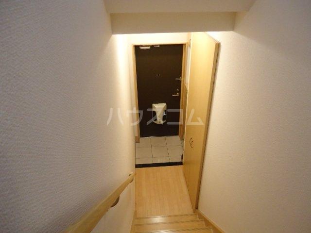 ヴェスパー 203号室の玄関