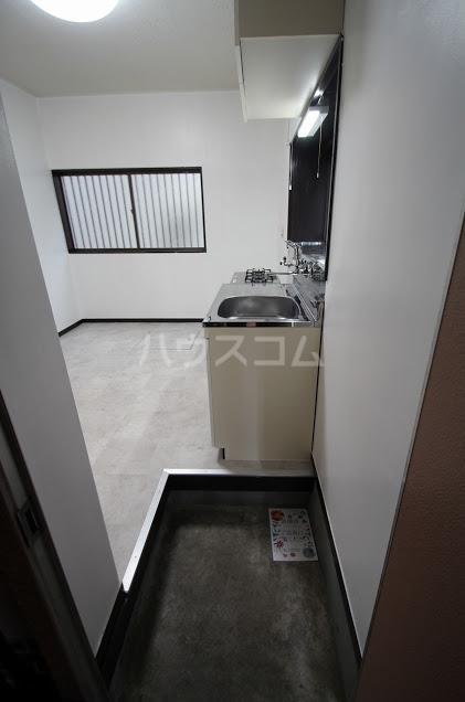 KハイツⅠ 102号室の玄関