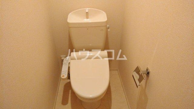 アヴェニール服部 102号室のトイレ
