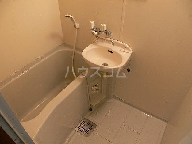 クレセール平和 301号室の風呂