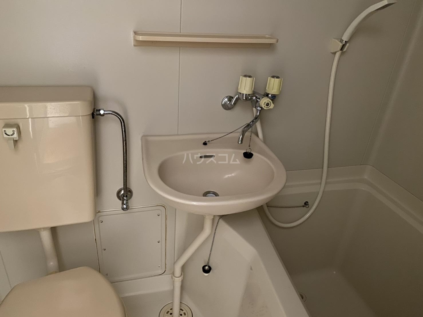 クレア湘南 203号室の洗面所