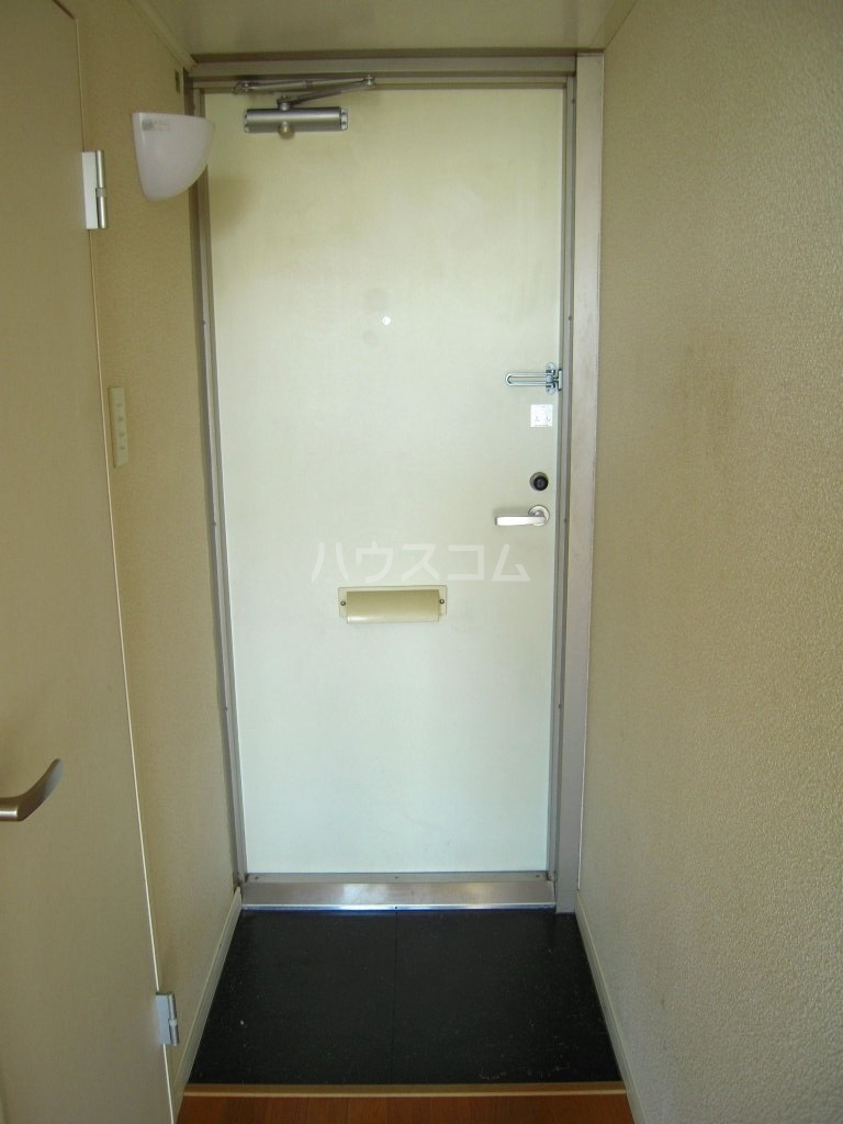 レオパレスケイツハイムB 101号室の玄関