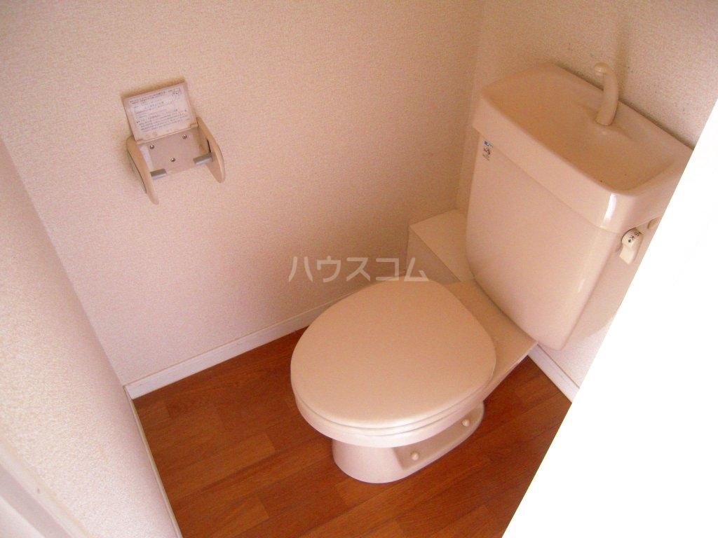 レオパレスケイツハイムB 101号室のトイレ