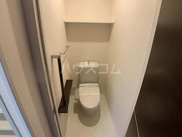 ロイヤルハイツ羽根東 101号室のトイレ
